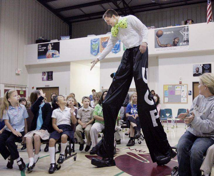 Michigan-man-tackles-tall-task-on-stilts
