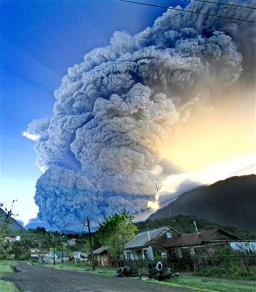 Chilean-volcano-eruption-increases-officials-order-total-evacuation-of-area-2