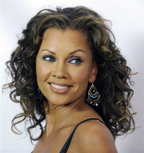 Vanessa Williams: Vanessa Williams Receives Diploma From Syracuse