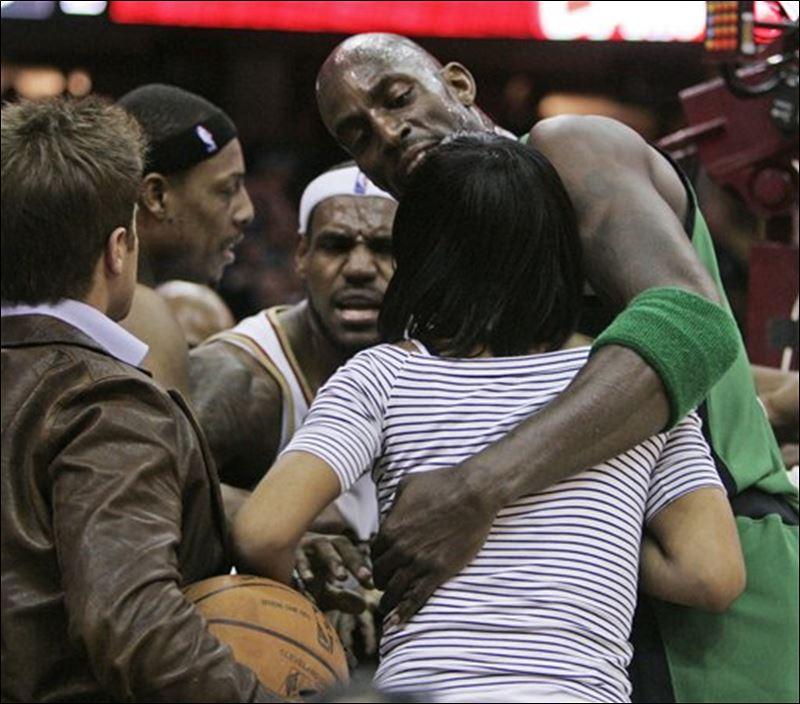 Cavs seize momentum against Celtics - Toledo Blade