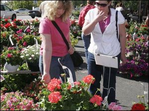 Mary Weirich and daughter Sherry, both of Toledo, browse plants available from dozens of area vendors.