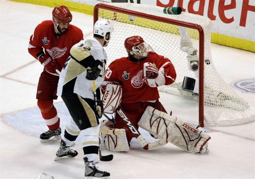 Red-Wings-just-35-seconds-from-Stanley-Cup-then-lose-in-3-OT-to-Pittsburgh-4