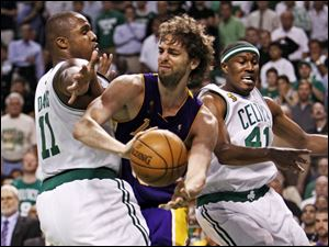 Boston s Glen Davis, left, and James Posey pressure Pau Gasol of the Lakers in last night s Game 6 of the NBA finals.