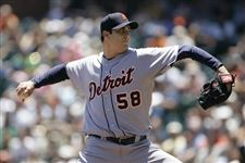 Tigers-top-Giants-to-rack-up-8-victories-in-9-games-2