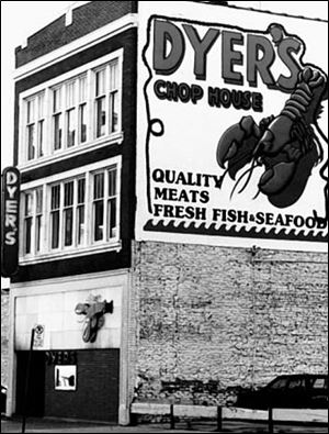 Dyer s Chop House on Superior Street placed live lobsters in its front window to showcase seafood as its specialty.