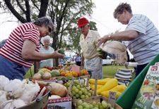 MILLBURY-MARKET-OFFERS-FOOD-FROM-THE-FARM