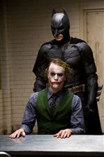 Movie-review-The-Dark-Knight-2