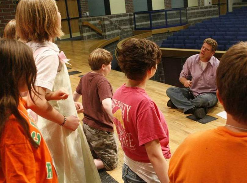 Young-actors-in-tune-with-70s-musical-in-Perrysburg