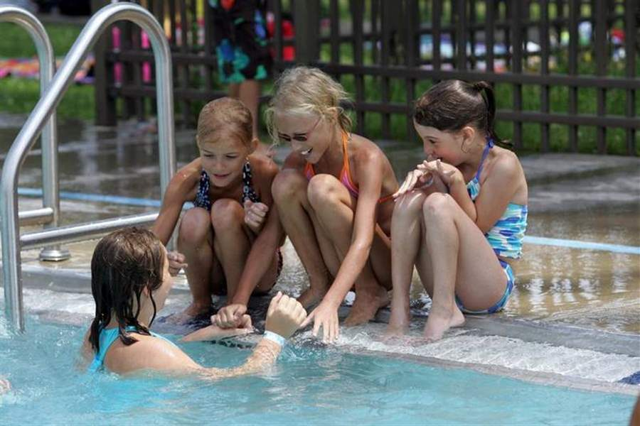 Toledo-area-basks-as-heat-wave-takes-hold