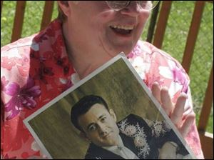 Sharon Chinni with photo of country singer Wynn Stewart.