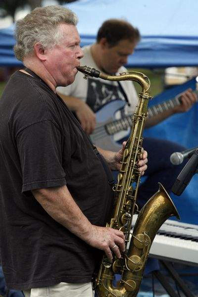 Sky-gray-but-mood-lively-at-Toledo-Blues-Festival
