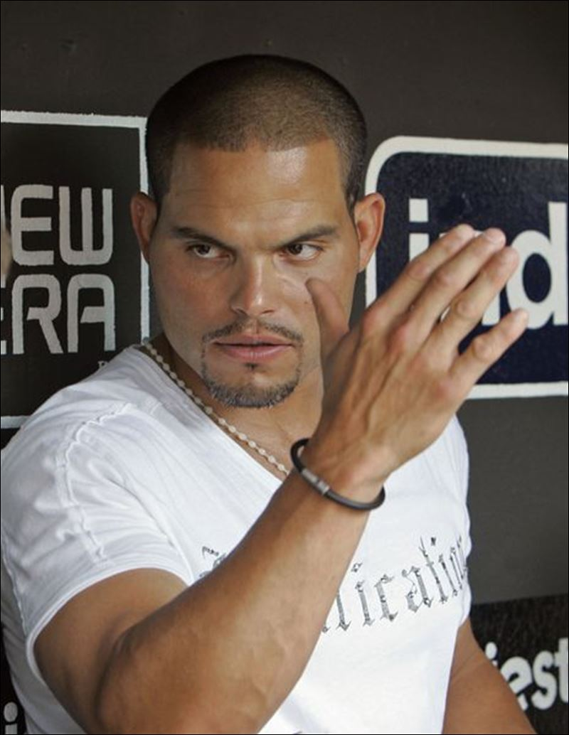 how tall is pudge rodriguez
