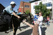 Toledo-police-patrol-city-streets-on-specially-trained-horses-3