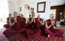 Monks-on-the-road-for-peace