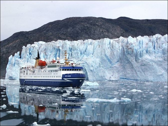Global warming grips Greenland, leaves lasting mark A cruise ship passes by the foot of Greenland s Eqi Glacier, one of the world s most active for calving icebergs. Greenland and its ice sheets are immense. The island spans 1,660 miles from north to south.