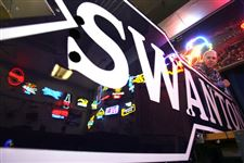10-foot-neon-arrow-will-again-point-way-to-Uptown-Swanton