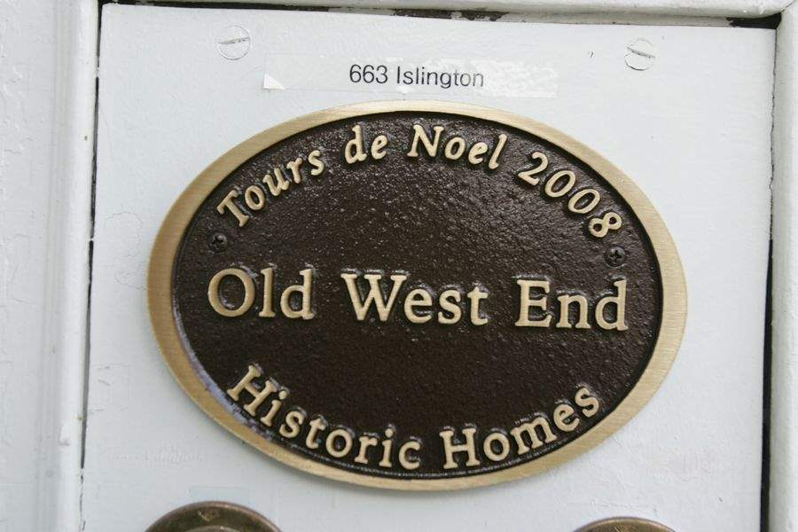 Welcome-home-Old-West-End-opens-doors-during-its-annual-Tours-de-Noel-2