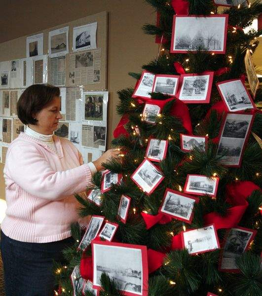 Redone-Summerfield-Petersburg-library-preps-for-holidays-2