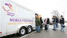 Toledo-area-group-reaches-out-to-needy-with-mobile-pantry-2