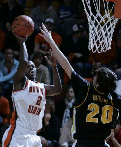 Bowling-Green-men-s-basketball-wins-at-home-struggles-on-road-2