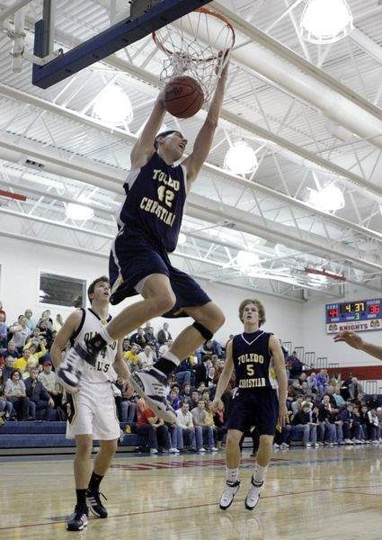 Olmsted-Falls-beats-Toledo-Christian-in-Knight-Classic