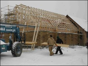 biz build28p 12/23/08   The Blade/Herral Long  stand alone construction art  of Co-op toledo credit union  2422 S. Holland Sylvania rd            Jim Buyakie