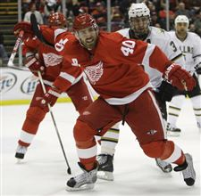 Red-Wings-dominate-Stars-for-60-minutes