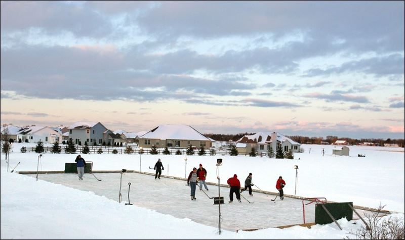 Backyard Rink Lighting : On any given cold winter day, the backyard rink at the Mauder
