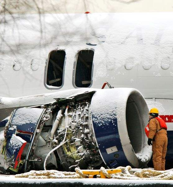 Fuel-drained-from-US-Airways-jetliner-to-prepare-for-move-across-Hudson-2