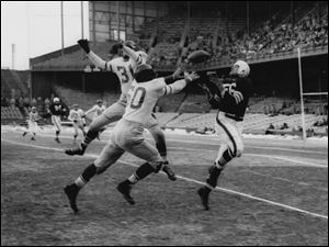 Cleveland Browns Dante Lavelli (56), tries to catch a pass in front of Philadelphia Eagles' Otto Graham in this Dec. 16, 1951 file photo from Philadelphia.