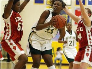 Central's Brianna Jones (50) tries to defend against Yolanda Richardson, who led Start with 23 points and 11 rebounds.