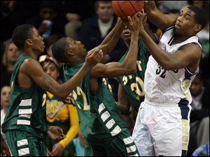St. John s Tim Simmons (32) and Start s Anthony Henderson (22) battle for a rebound. Simmons had eight points for St. John s Henderson scored 20 points for Start.