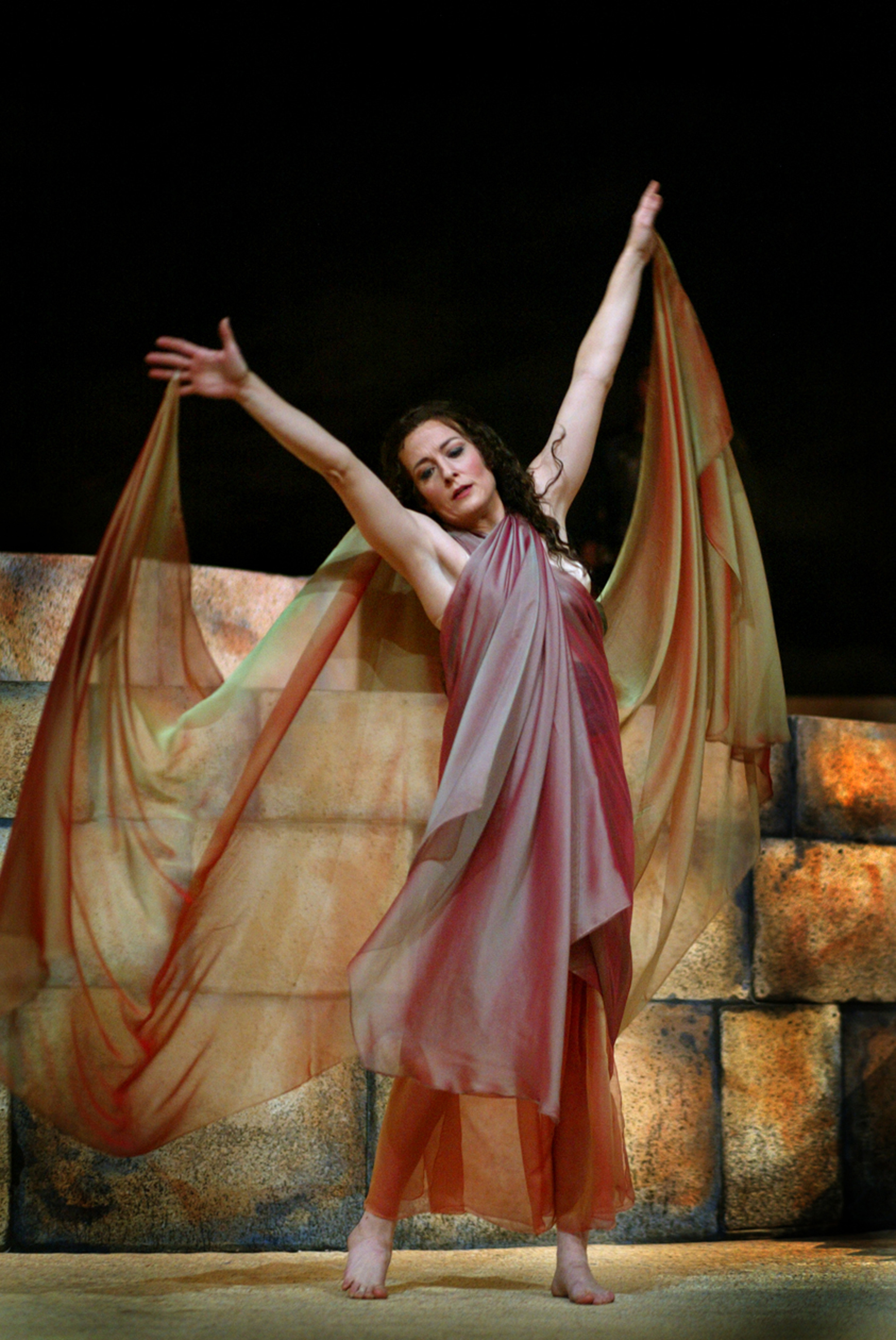 Toledo Opera S New Production Has Local Flavor Via Set