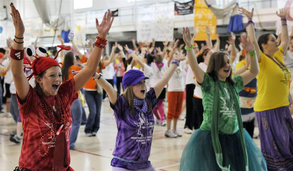 Bowling-Green-State-University-students-dance-for-charity