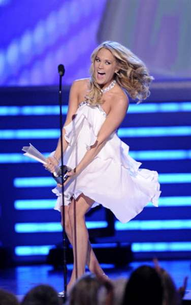 Carrie-Underwood-captures-top-honors