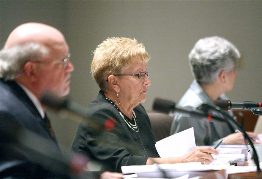 Legality-of-petitions-to-oust-Toledo-mayor-debated