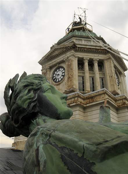 Lady-Justice-back-in-place-at-Wyandot-County-courthouse