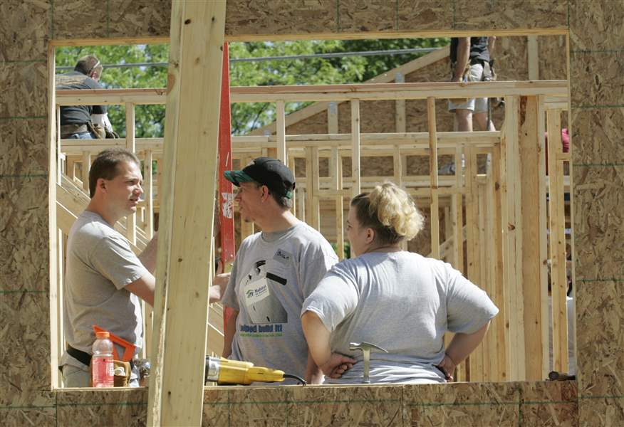 Habitat-for-Humanity-builds-families-futures