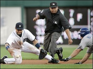 Placido Polanco can't get a grip on the ball as the Royals' Willie Bloomquist reaches on a double.