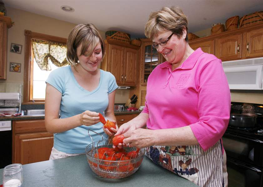Canning-tomatoes-Preserve-flavor-of-summer