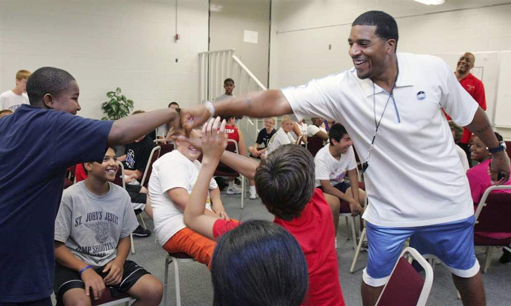 Laughter-and-learning-with-Jimmy-Jackson-at-basketball-camp