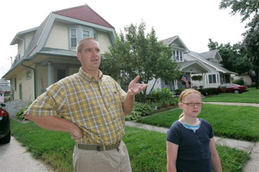 Neighbors-fear-closing-to-spur-decline-area-association-battling-blight