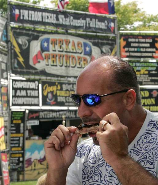 Smoke-on-the-Water-attendees-pig-out-to-help-Toledo-Red-Cross-2
