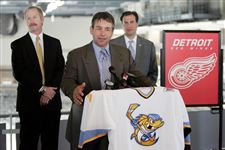 Walleye-Red-Wings-sign-deal