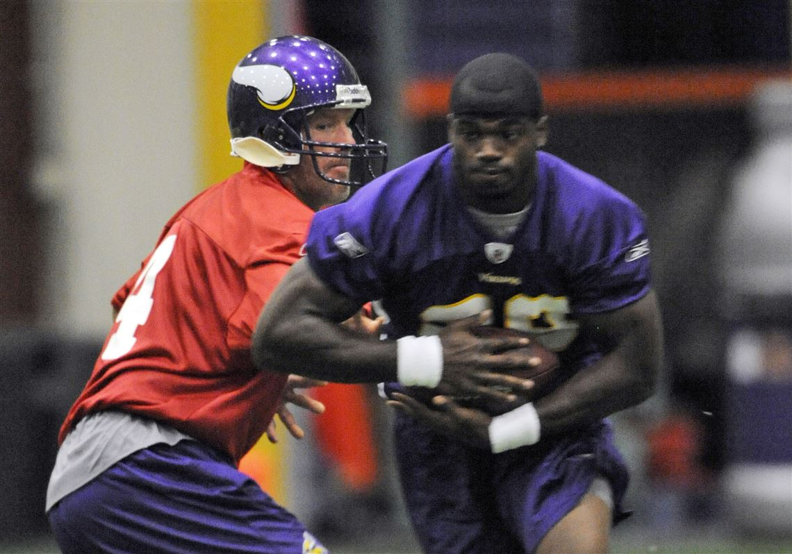 the latest 597c0 eb1cc Favre says he will give his all to Vikings | Toledo Blade