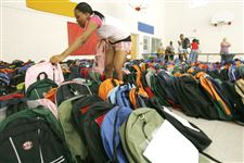 Toledo-Salvation-Army-helps-students-get-ready-for-school-2