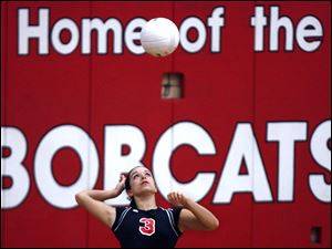 Bowling Green senior Jordan Garza serves the ball. The Bobcats are 15-4 overall, 12-0 in the NLL.