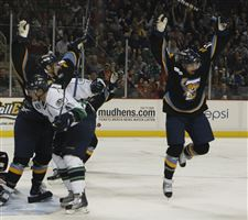 Pearce-shines-in-first-win-for-Walleye