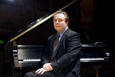 Conductor-to-play-piano-he-helped-Toledo-symphony-select
