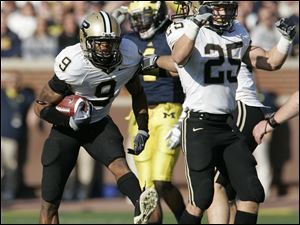 Purdue's David Pender (9) and Dan Dierking (25) celebrate after recovering an onside kick.